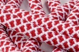 Biała siatka czerwone kwadraciki