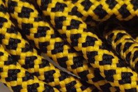 Żółta siatka czarne kwadraciki