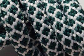 biała siatka zielone kwadraciki